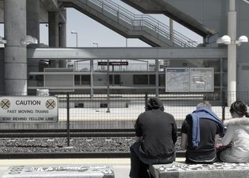 caltrain_station_Milbrae_01.jpg