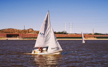 Tempe_Town_Lake_Sailboat.jpg
