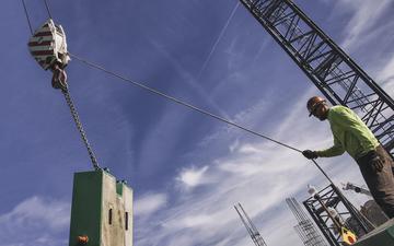 Assembling_a_crane_in_the city_of_Tempe_6-2.jpg