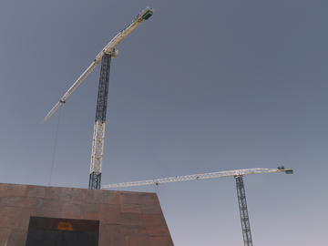 Tempe_The_Chuckbox_Roof_Tower_Cranes_n2.jpg