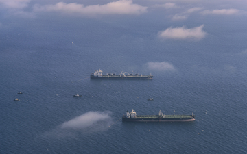 Tanker_Vessels_Castor_Polaris_Voyager_off_Long_Beach_California.jpg