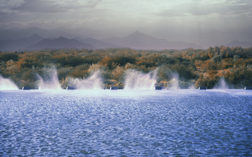 November_Wind_Mountains_Tempe_Town_Lake_Dam_spray.jpg